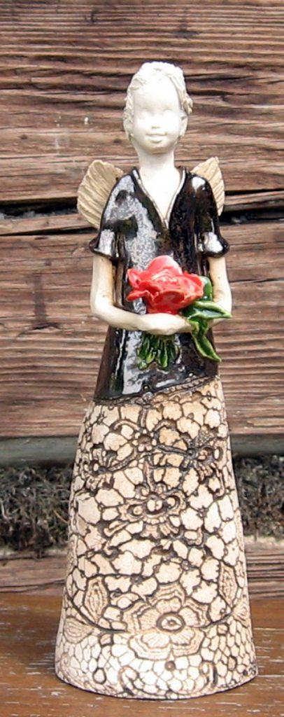 anioł-w-złotej-sukni-z-różami [1200x1200]
